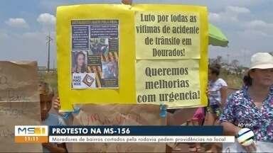 Protestos em rodovia de Dourados - Moradores de bairros cortados pela rodovia pedem providências para a redução de acidentes.