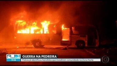Polícia já identificou bandidos que invadiram comunidade na Zona Norte - Moradores do Complexo do Chapadão e da Pedreira estão apavorados. Uma guerra entre facções rivais fechou escolas, unidades de saúde, e paralisou a circulação de trem e de metrô.