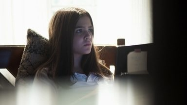 Cássia descobre mentira de amigo misterioso da internet - Ela conta para Merlin que está se conhecendo um garoto pela internet