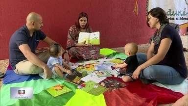 Projeto leva contação de histórias para bebês - O Porjeto Uni Duni Ler Todas as Letras incentiva a leitura para bebês desde a barriga da mãe. Nyedja Gennari trabalha com contação de histórias comenta como é o trabalho.