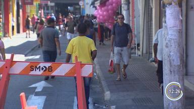 Rua no Centro é fechada para virar calçadão do comércio até o fim do ano - Fechamento, que já ocorre no período do Natal, foi antecipado para Dia das Crianças.Medida vale a partir de sábado (5).
