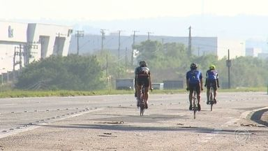 Ciclistas treinam às margens de rodovias na região - Se você passou pelas rodovias da região neste sábado com certeza viu ciclistas pedalando no acostamento. O grupo aproveita o fim de semana para treinar em distâncias mais longas.