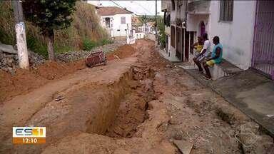 Moradores de São Mateus, ES, sofrem as consequências da chuva - Problema é obra inacabada no bairro Porto.