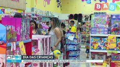 O Dia das Crianças movimenta o comércio - A Fecomércio prevê um crescimento de 0,6% em relação ao ano passado. As vendas devem ser maiores nas lojas de chocolates, calçados e brinquedos.