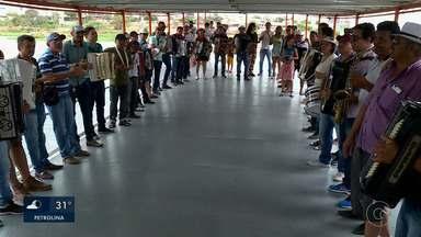 Cerca de 20 sanfoneiros tocaram o autêntico forró navegando no Velho Chico - Matéria fecha a semana de comemoração ao aniversário do Rio São Francisco.