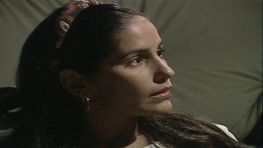 Capítulo de 17/05/1988 - Raquel viaja para o Rio. Fátima encontra com César, mas percebe que ele não irá ajudá-la. Raquel chega ao Rio e é assaltada.