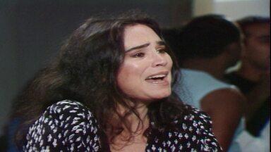 Capítulo de 18/05/1988 - Afonso Roitman volta dos Estados Unidos. Ivan devolve a carteira roubada para Raquel e os dois se aproximam. Rubinho vai ao hotel onde Raquel está hospedada.