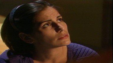 Capítulo de 28/05/1988 - Helena defende Thiago e discute com Marco Aurélio. Afonso sente muito ciúme de Solange e ela fica preocupada. Fátima vai à praia e encontra Raquel vendendo sanduíches.