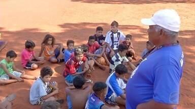 Campanha arrecada chuteiras e tênis para alunos de projetos sociais do estado - Campanha arrecada chuteiras e tênis para alunos de projetos sociais do estado
