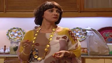 Capítulo de 10/11/1995 - Lola bate em Dara. Dara afirma que não quer se casar. Salgadinho compra uma Kombi. Dara pede a Serginho que fuja com ela.