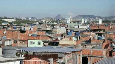 Pesquisa traça um perfil completo do Complexo da Maré - O Conjunto de Favelas da Maré, composto por 16 comunidades, tem quase 140 mil moradores. Para saber como vivem essas pessoas, identificar essas necessidades e pensar o futuro, um grupo de moradores e estudiosos fizeram uma pesquisa inédita no país.