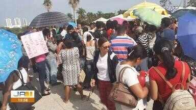 Famílias vão ao Palácio Araguaia pedir audiência com o governador Carlesse - undefined