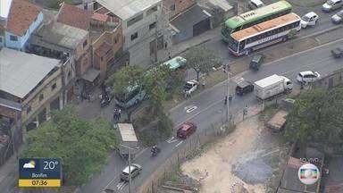 Acidente envolvendo 7 veículos complica trânsito na Av. Vereador Cícero Ildefonso, em BH - Congestionamento era sentido até a BR-040.