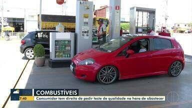 Teste de qualidade do combustível ajuda motoristas na hora de abastecer - O consumidor tem o direito de pedir o teste de qualidade na hora de abastecer. O teste é gratuito.