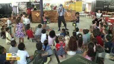 Alunos de escolas públicas aproveitam a semana solidária da criança - Atividades recreativas estão sendo realizadas.