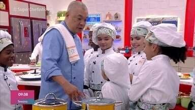 Workshop temakis - O chef Carlos Ohata ensina os super chefinhos a preparar o famoso cone oriental