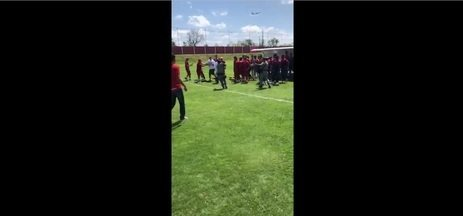 Torcedores do Vila Nova invadem CT - Colorados protestam contra má fase do clube na Série B