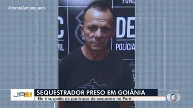 Homem condenado por sequestrar filha de empresário há 23 anos é preso em Goiânia - Um menor também é investigado. Vídeo mostra quando ele e um dos ladrões passam por portaria do prédio. No imóvel, eles amarraram e amordaçaram um morador enquanto pegavam os bens.