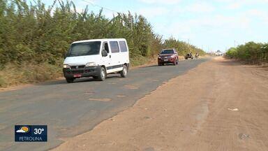 Moradores estão insatisfeitos com resultado de obras no asfalto da PE 636 - A população considera o serviço paliativo e querem um asfalto novo.