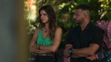 Madureira e Carla têm uma conversa sincera - O lutador pede que os dois continuem sendo amigos e diz que torce pela felicidade da amada com Marco