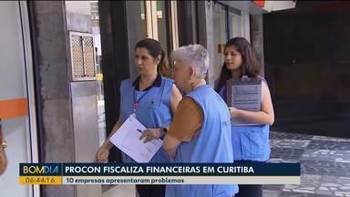 Procon fiscaliza financeiras em Curitiba - Das 10 empresas fiscalizadas, 10 apresentaram problemas.