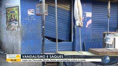 Bandidos arrombam e saqueiam lojas no bairro de Tancredo Neves - Moradores da localidade estão assustados com a onda de violência que ocorreu na quinta-feira (9), justamente quando um grupo de policiais anunciou uma paralisação.