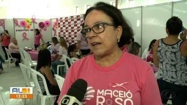 Ações de serviço social e atendimento são realizados para mulheres em Maceió - Atividades fazem parte da programação do Maceió Rosa.