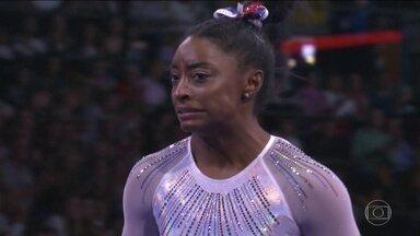 Simone Biles conquista o ouro no Mundial de Ginástica mesmo com erros - Apresentação da ginasta tem um grau de dificuldade tão alto que não precisa ser perfeita para ganhar o ouro.