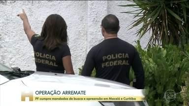 PF cumpre mandados de busca e apreensão em Maceió e Curitiba - A suspeita é que o senador Fernando Collor de Mello, do PROS, tenha enviado laranjas para participar leilões de imóveis. Segundo as investigações, o verdadeiro beneficiário seria o senador.