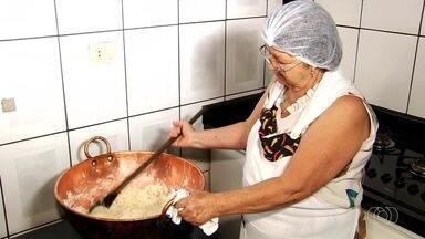 Doceira de Nerópolis ensina como fazer cocada de maracujá - Doce é opção para sobremesa de domingo e rende 240 cocadas de maracujá.