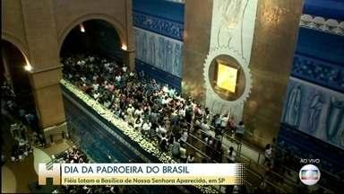 Dia da padroeira do Brasil reúne fiéis em Aparecida, SP - Católicos celebram Nossa Senhora Aparecida e lotam a Basílica erguida em homenagem à ela