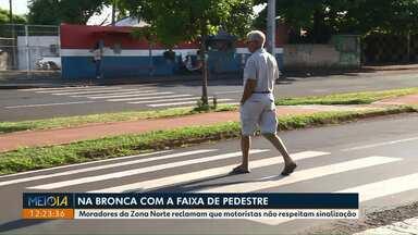 Moradores da Zona Norte reclamam que motoristas não respeitam faixa de pedestres - Mas até os pedestres estão ignorando a sinalização e atravessando fora da faixa por lá.