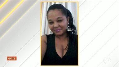 Mulher com criança de colo é baleada e morre no Espírito Santo - Crime aconteceu em frente a um bar em Cariacica. A polícia ainda não sabe quem foi o autor do crime.