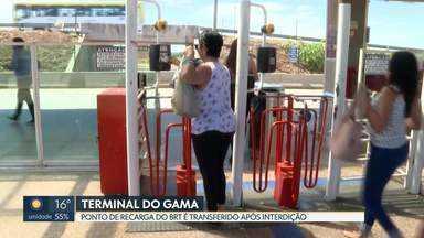 Parte do revestimento do terminal do BRT do Gama caiu e a área foi interditada - Com a interdição, ponto de recarga do cartão do BRT foi transferido para outra parte do terminal.