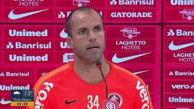 Em entrevista coletiva, Marcelo Lomba respalda interino Ricardo Colbachini - Veja trecho da entrevista.