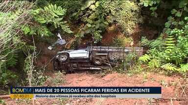 Maioria das vítimas do acidente na PR-092 já deixou o hospital - Mais de 20 pessoas ficaram feridas no acidente.