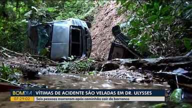 Vítimas de acidente na PR-092 são veladas em Doutor Ulysses - A batida foi na tarde de domingo.