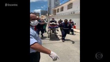 Desabamento de prédio deixa 1 morte e 2 feridos em Fortaleza, dizem bombeiros - Segundo Corpo de Bombeiros, entre 10 e 15 pessoas ficaram entre os escombros; uma morte foi confirmada. Ruas no entorno do edifício foram isoladas.