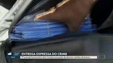 PF prende funcionário dos Correios acusado de desviar cartões de banco - A Polícia Federal prendeu um funcionário que trabalhava numa agência dos correios no centro do Rio. Ele é suspeito de entregar milhares de cartões de banco para uma quadrilha que pratica fraudes na internet.