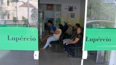 Acordo põe fim à greve dos servidores municipais de Lupércio - Os servidores da prefeitura de Lupércio (SP) voltaram nesta terça-feira (15) às atividades depois de acordo fechado entre o departamento jurídico e o sindicato da categoria. A paralisação aconteceu na segunda-feira depois de a prefeitura atrasar o pagamento dos salários de setembro.