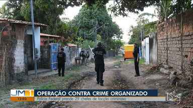 """Polícia Federal cumpre mais de 60 mandados em operação no Maranhão - """"Operação Intramuros"""" foi deflagrada nesta terça-feira para combater tráfico de drogas e armas no Maranhão. Policiais cumpriram mandados em São Luís, Imperatriz e Codó."""
