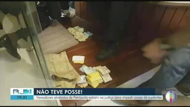 Vereadores afastados de Petrópolis entram na justiça para impedir posse de suplentes - Decisão suspendeu a posse, que seria nesta terça (15).