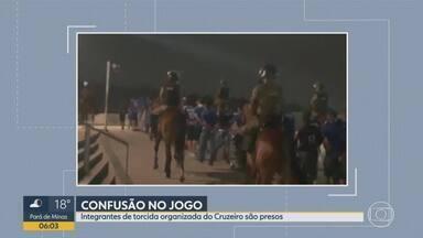 Torcedores do Cruzeiro são detidos por confusão no Mineirão - Grupo invadiu um setor do estádio e agrediu seguranças.