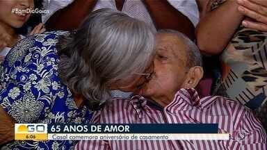 Idosos completam 65 anos de casamento, em Goiás - Eles comemoraram Bodas de Safira com filhos e netos.