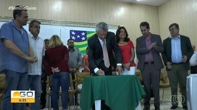 Governo anuncia pagamento de parcelas atrasadas do transporte escolar, em Goiás - O repasse às prefeituras foi assinado ontem pelo governador, Ronaldo Caiado.