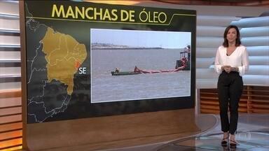 Novas manchas de óleo aparecem em três estados do Nordeste - Em Salvador, surgiram manchas no mar e na areia. Dessa vez, na praia da Pituba. A prefeitura recolheu 15 toneladas de óleo na praia, só na quarta-feira (16). Em duas semanas, já são mais de 60 toneladas recolhidas na Bahia.