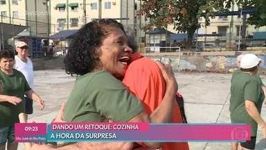Dando Um Retoque: Jairo de Sender surpreende dona Neli - undefined