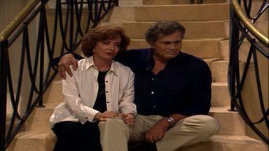 Capítulo de 25/05/1998 - Clementino flagra sua mulher o traindo. O Tropical Towers Shopping é inaugurado. Bandidos invadem a casa de César à procura de Guilherme.