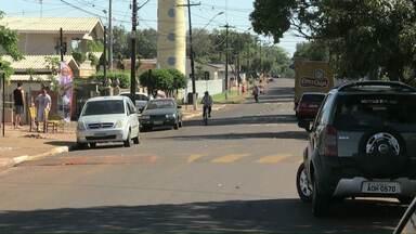 Prefeitura de Cascavel dá prazo para reformar principais ruas de bairros - Os moradores reclama da falta de calçada e das condições da pista.