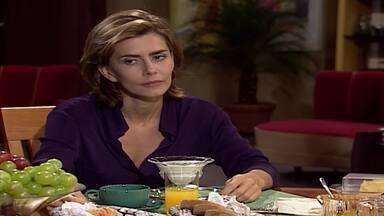 Capítulo de 30/09/1998 - Clara estranha quando Ângela a aconselha a não denunciar Clementino. Henrique conta para César que ele e Celeste estão juntos, mas que ela tem um segredo com Ângela. Clara e Clementino se encontram.
